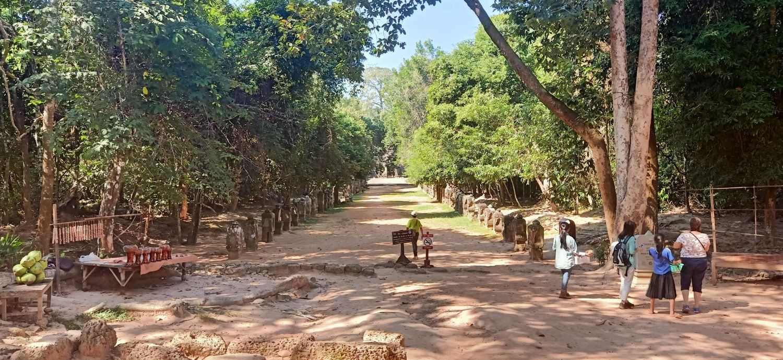Preah Khan road